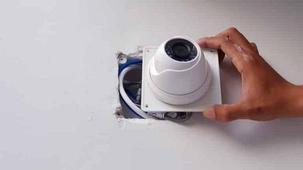 Đấu nối dây nguồn và dây tín hiệu tới camera